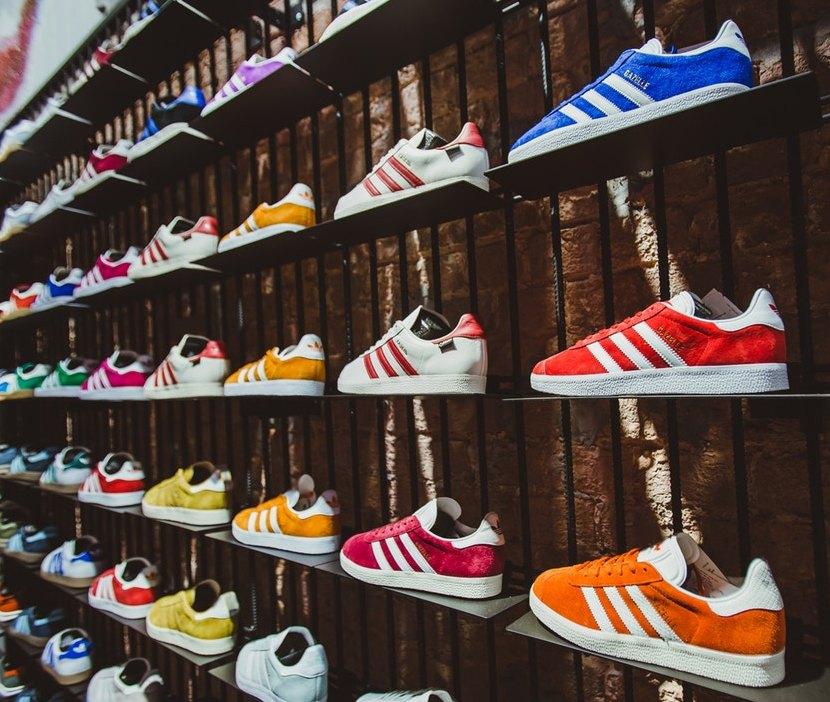 8ed03b4e Если вы редко ходите в такой обуви, лучше выбирать устойчивый каблук. Не  каждая модель подойдёт для ежедневной носки, особенно на шпильке и с узким  носком.