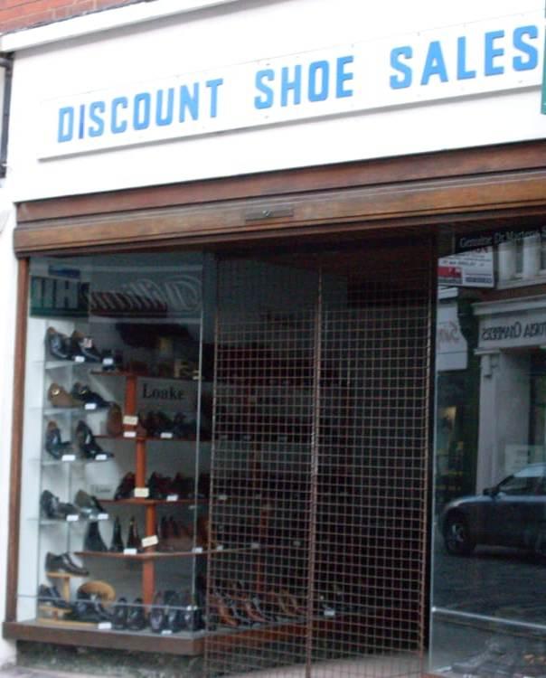 2e5a22bdd Свои дисконт-центры есть, например, у таких крупных компаний-производителей  спортивной обуви, ...